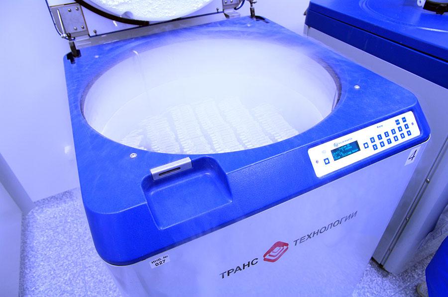 Криохранилище Tyalor-Wharton с образцами стволовых клеток пуповинной крови